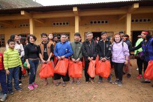 """Chương trình từ thiện """"Tết ấm Tà Làng""""  Tết Mậu Tuất 2018 của trường Tiểu học Trung Văn."""