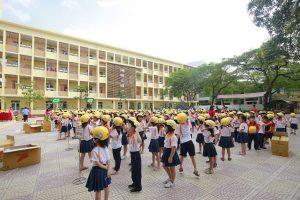 Tặng mũ bảo hiểm cho trẻ em Lớp 1